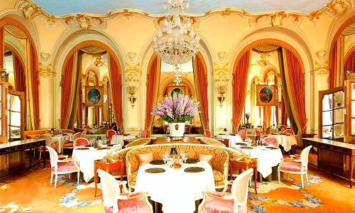evolution-services-of-eating-in-Europe-ritz-paris-image