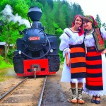 Cu mocanita pe Valea Vaserului-port traditional